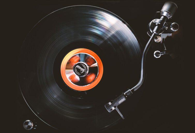 Wpływy artystów z koncertów i portali internetowych bez VAT