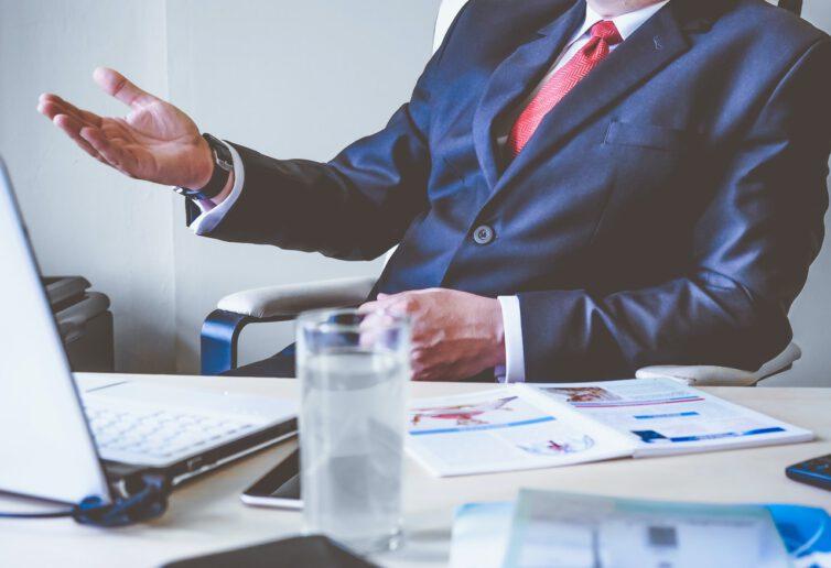 Zadłużeni giganci GPW na podglądzie mniejszych firm
