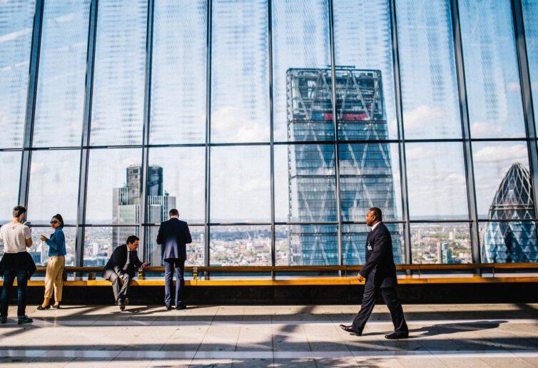 Zatrudnienie i płace w sektorze przedsiębiorstw w grudniu 2020