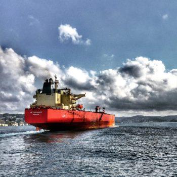 Tygodniowy Przegląd Rynku Surowców: Dolar nową bezpieczną inwestycją, cena ropy rośnie w obliczu zagrożonej podaży