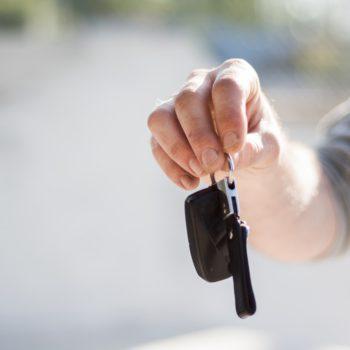 Zakup auta czy oszczędzanie na własne