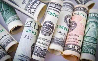 Dolar przerwał umocnienie, złoty jednak pozostaje słaby