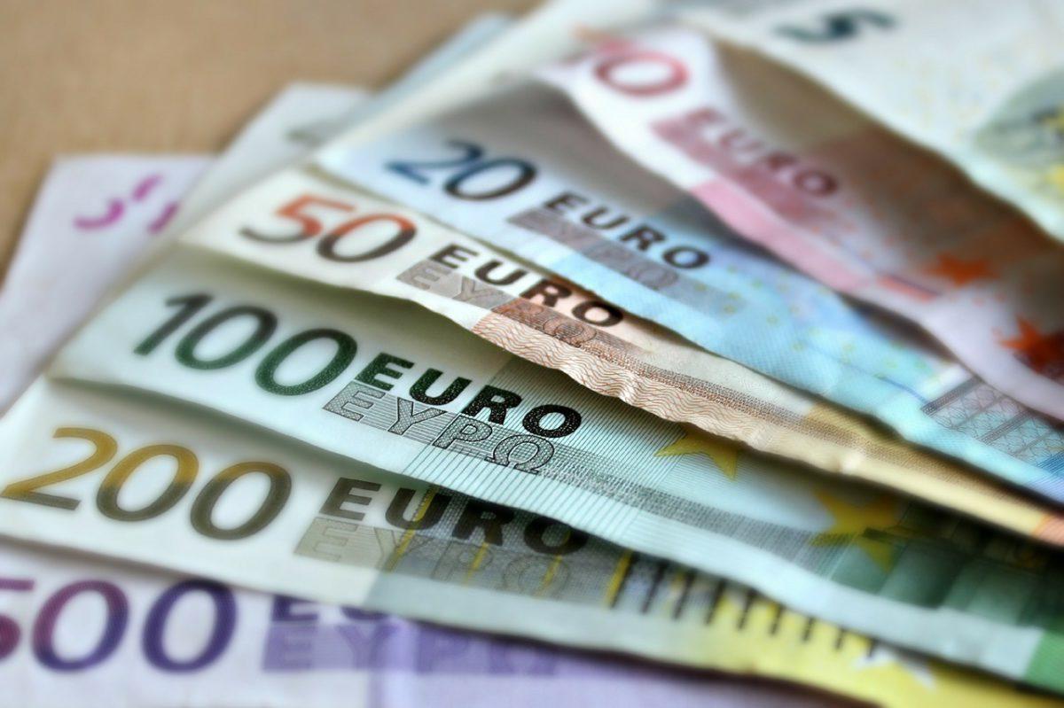 Lepsze dane ze strefy euro nie pomagają wspólnej walucie