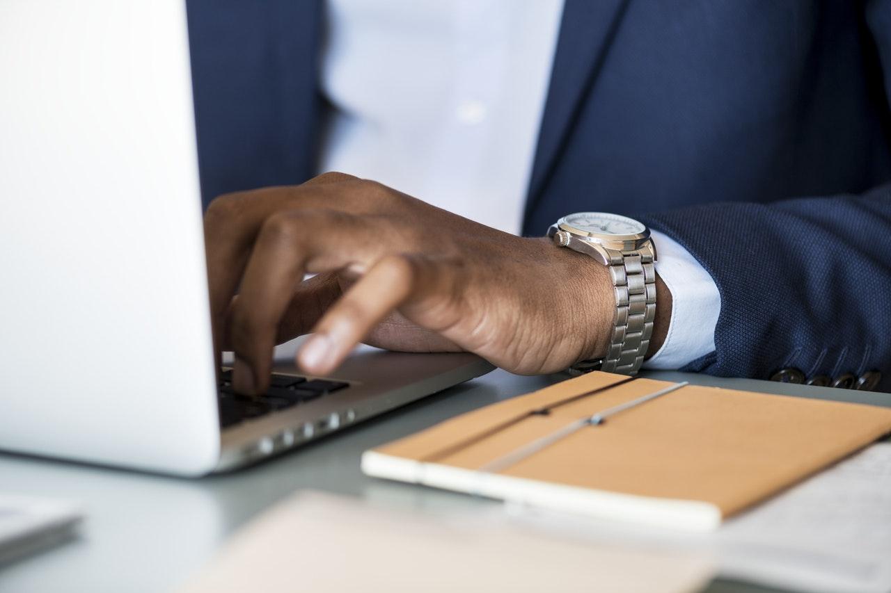 Funkcja prezesa członka zarządu a świadczenie usług w ramach prowadzonej działalności gospodarczej