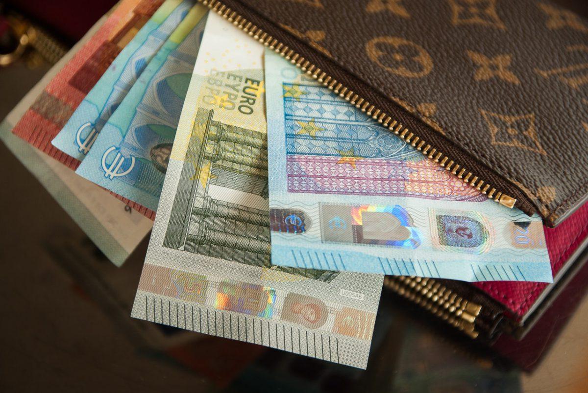 GUS: Grubszy portfel poprawia nastroje Polaków