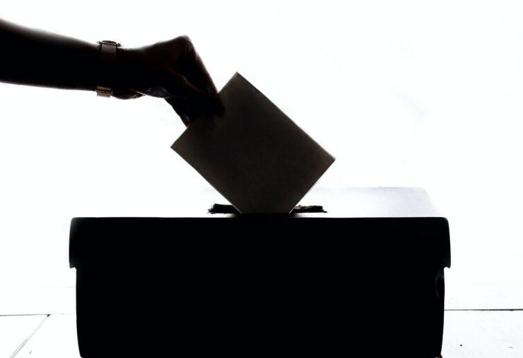 Jak zagłosować w innym miejscu lub korespondencyjnie