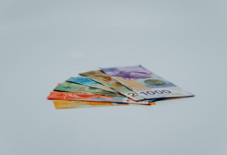 MF uwalnia frankowiczów z części PIT, jak i banki z części CIT