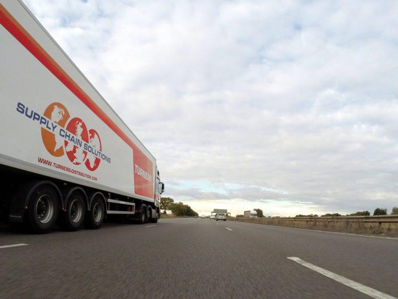 Przedświąteczne szczyty przewozowe stanowią wyzwanie dla operatorów logistycznych