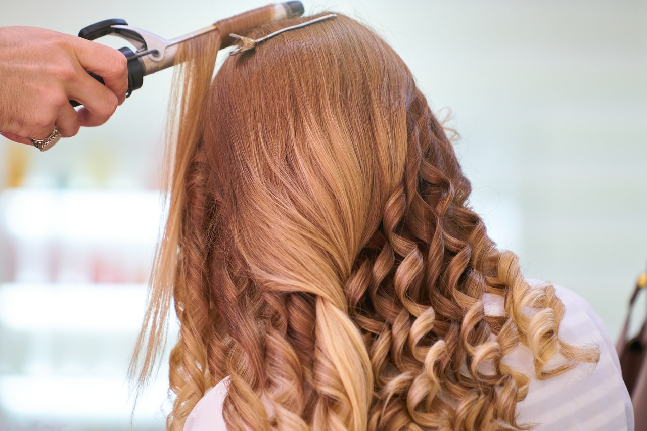 Salony kosmetyczne i fryzjerskie zamknięte i zadłużone