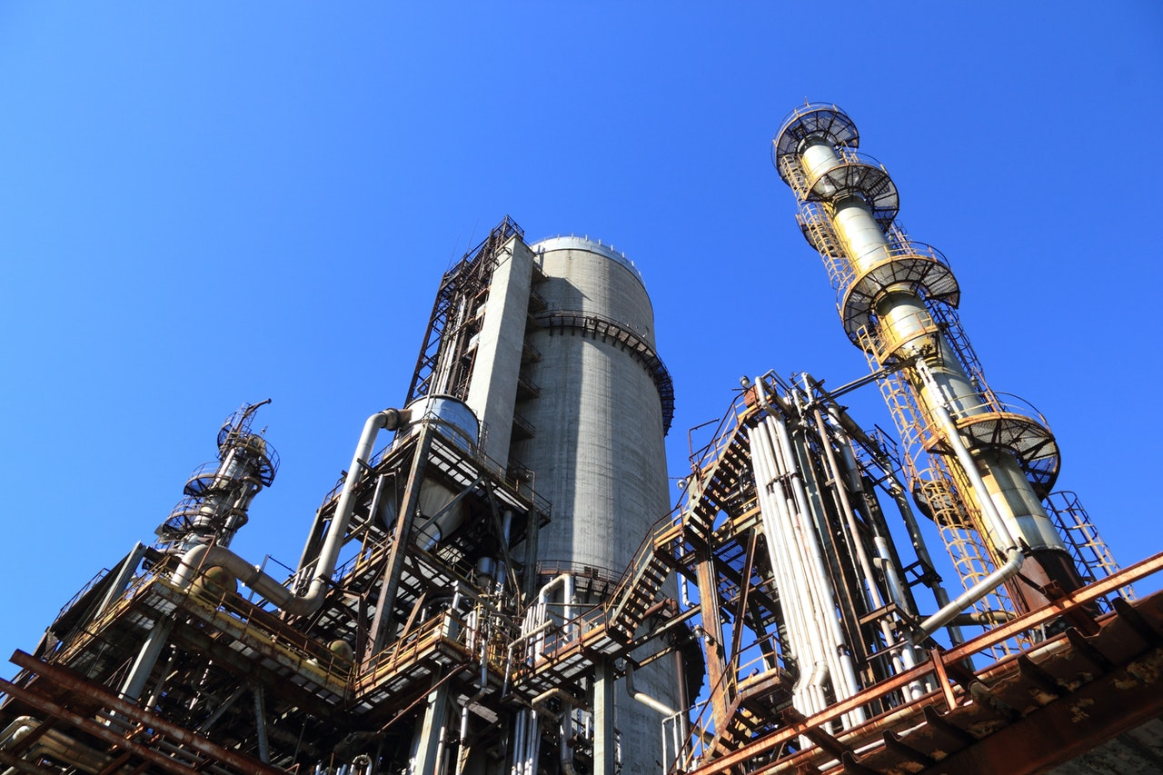 Sektor naftowy: konsolidacja i zwrot w stronę OZE