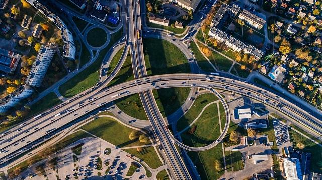 Serwis internetowy e-TOLL z informacjami o płatnych drogach i opłatach za przejazd