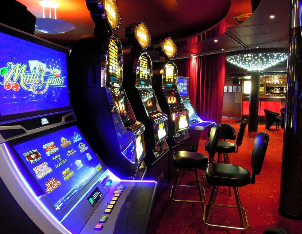 Skarbówka ostrzega przed nielegalną grą na automatach
