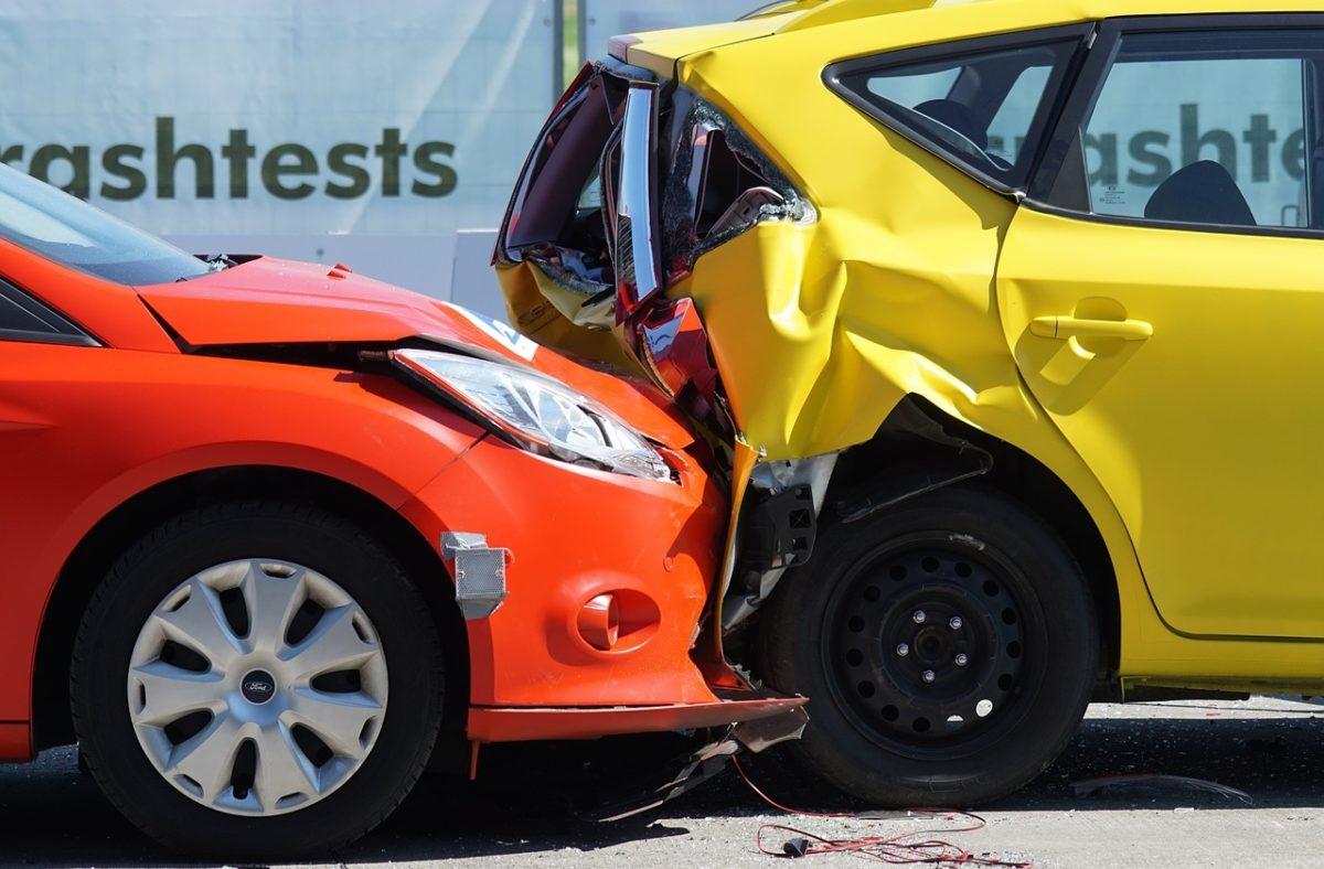 Niebezpieczna jesień na drogach. Kierowco, czy masz ubezpieczenie?