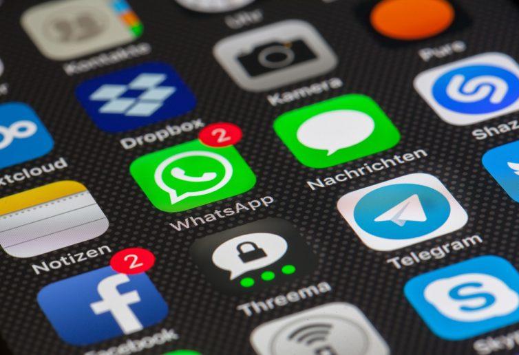 Jak rozwiązania mobilne mogą poprawić komunikację w branży handlowej?